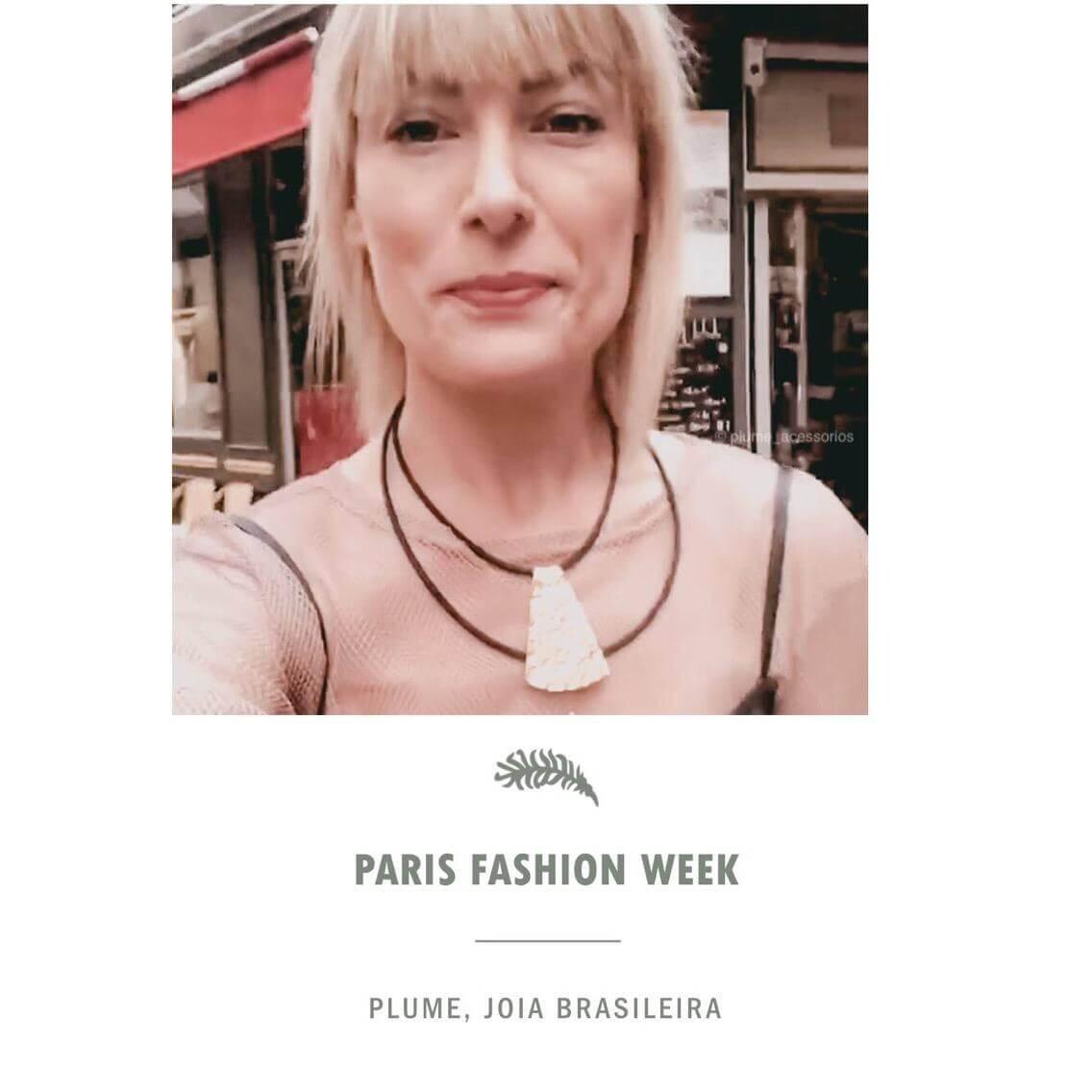 A modelo e influenciadora Tay Borges usando nosso colar Espelho no Paris Fashion Week